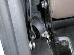 Установка Эбершпехер за задним сидением VW Amarok